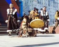 Chukotka i Bilibino, Chukchi Händelser och handel, nationella kläder arkivbilder