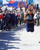 Chukotka i Bilibino, Chukchi Händelser och handel, nationella kläder arkivfoto