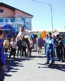 Chukotka i Bilibino, Chukchi Händelser och handel, nationella kläder arkivbild