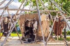 Chukotka nationale yaranga, huis van de inwoners van het verre noorden van dierlijke huiden stock afbeeldingen