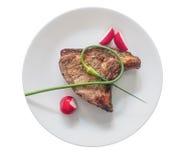 Chuleta de cerdo con las verduras en una placa fotos de archivo