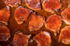 Chuletas de cerdo de la carne asada en horno Foto de archivo libre de regalías