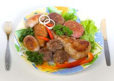 Chuletas de la carne y pequeñas salchichas Foto de archivo libre de regalías