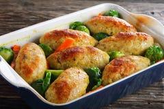 Chuletas de los pescados cocidas en horno con las verduras Imagen de archivo libre de regalías
