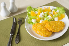 Chuletas de volaille con las verduras foto de archivo libre de regalías
