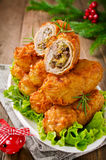 Chuletas quebradizas de la patata con la carne, las setas y el queso Foto de archivo libre de regalías