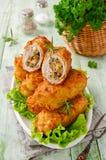 Chuletas quebradizas de la patata con la carne, las setas y el queso Imagen de archivo
