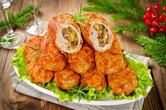 Chuletas quebradizas de la patata con la carne, las setas y el queso Imágenes de archivo libres de regalías