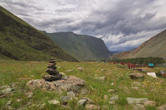 Chulyshman-Tal-Fluss Lizenzfreie Stockfotos