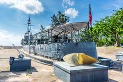 CHUMPHON - April 16: Krigsskeppet för HTMS Pra Ruang avgicks och marinen Arkivfoton