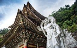 Chungcheongbuk-gör Sydkorea - Augusti 29, 2016: Guinsa tempel i Sobaek berg Fotografering för Bildbyråer