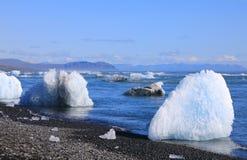 Chunks of ice from the Jokulsarlon glacial lagoon stock photography
