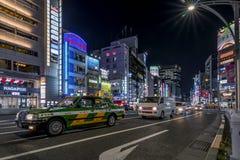Chuo Dori美好的夜视图在东京,日本上野区  库存图片