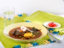 Chupin de pescado, en traditionell peruansk soppa Royaltyfri Foto