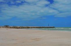 Churbuna de México del panorama del océano de la playa del faro Fotos de archivo