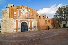 Kolonialkirche in Dominikanischer Republik stockbilder