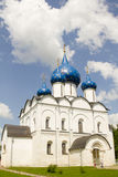 Church domes with blue star in Suzdal Royalty Free Stock Photos