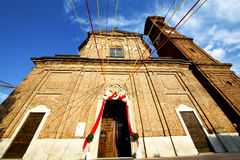 Church  in  the samarate   old   closed brick tower sidewalk Royalty Free Stock Photos