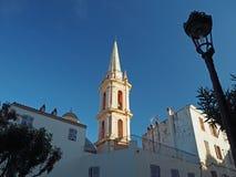 Churche塔在卡尔维, Corse,金黄光的法国与灯 库存图片