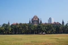 Churchgate, Мумбай, махарастра в ясном, солнечном дне; лужайка с игроками сверчка стоковое фото rf