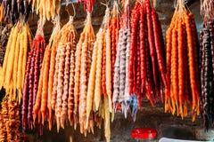 Churchkhela是一个传统英王乔治一世至三世时期香肠形的糖果 免版税库存图片
