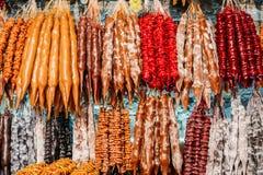 Churchkhela es un caramelo Salchicha-formado georgiano tradicional foto de archivo