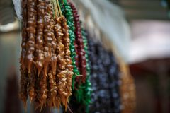 Churchkhela variopinto - un nacionalnoe tradizionale Georgia della squisitezza fotografia stock libera da diritti