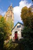 Churchtower gothique sans église à côté de elle Images stock