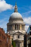 Churchyard London för St Pauls arkivbild