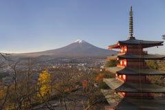 Chureito塔在吉田市,日本 库存图片
