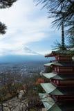 Chureito et le Fujisan Photographie stock libre de droits