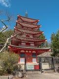 Chureito fem berättelser röd pagod, är gränsmärket nära det Fuji berget Arkivbilder
