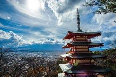 Chureito pagod och Mount Fuji Arkivfoto