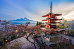 Chureito pagod och Mount Fuji fuji Arkivfoto