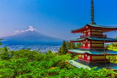 Chureito Pagoda with beautiful mount fuji in the background. In clear sky day in Arakurayama-Sengen Park, Japan stock photos