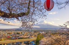 Chureitopagode, Fujisan en Sakura bij Meer Kawaguchiko Stock Fotografie