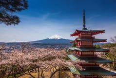 Chureitopagode met sakura & Mooie MT Fuji mening Royalty-vrije Stock Afbeelding