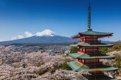 Chureitopagode met sakura & Mooie MT Fuji mening Stock Foto