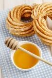 Churro donuts i puchar miód Obrazy Stock