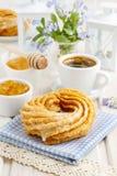 Churro donuts och bunke av honung Fotografering för Bildbyråer