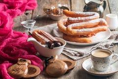 Churros、咖啡和热巧克力 免版税库存图片