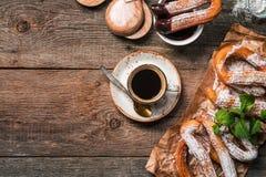 Churros、咖啡和热巧克力 图库摄影