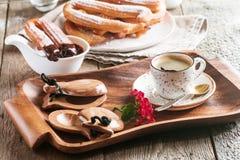 Churros、咖啡和热巧克力 免版税库存照片