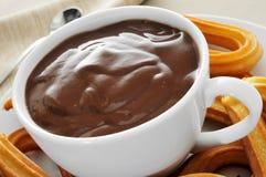 Churros avec du chocolat Photo stock