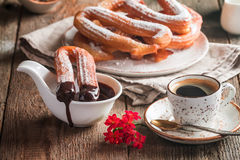 Churros, café e chocolate quente foto de stock