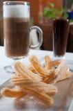 Churros con una salsa di cioccolato scura Fotografia Stock