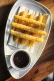 Churros espagnols avec le brea doux traditionnel de tapa de l'Espagne de chocolat Photographie stock libre de droits