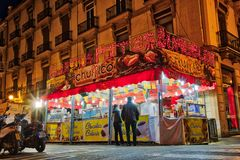Churros mit Schokoladen-Stand Lizenzfreie Stockfotos