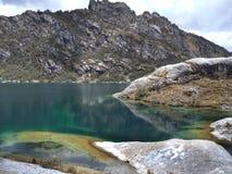 Churup de Laguna dans le blanca de Cordillère au Pérou Image libre de droits