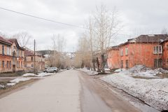 Chusovoy,电烫地区,俄罗斯- 4月16 2017年:农村春天lan 库存照片